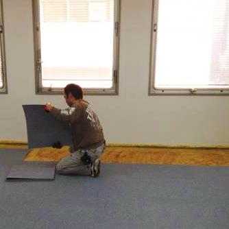 タイルカーペットより雰囲気のいい床材を貼りたいな・・・